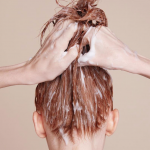 Măști de păr cu cheratină pentru repararea părului deteriorat și obosit